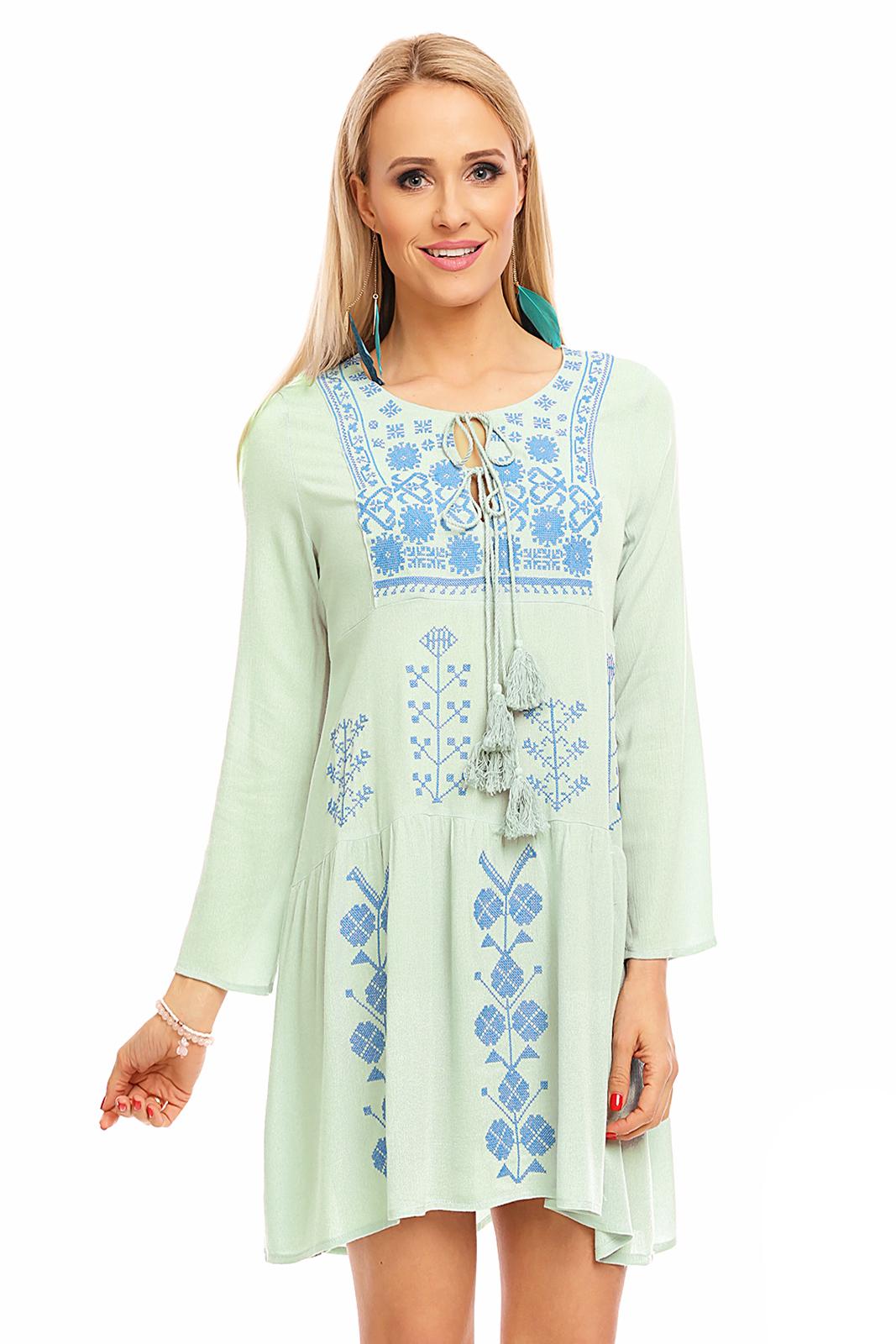 letné šaty s folklórnym vzorom
